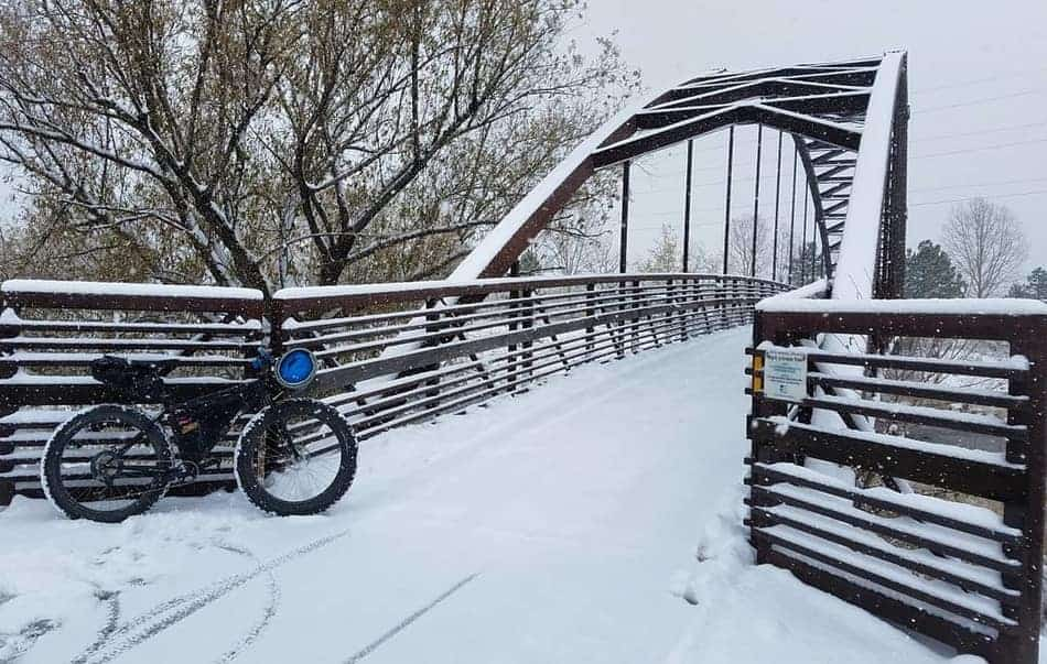 bike-commute-snow-bridge